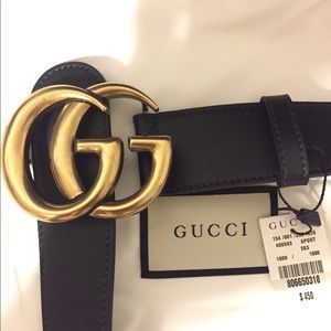 Black smooth leather Gucci gold buckle unisex